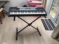 PSR 280 keyboard with stand
