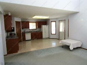 LARGE 3 BED+ DEN, 2.5 BATH WITH DBL ATTACHED GARAGE IN N.W. Edmonton Edmonton Area image 3