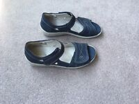Ladies widefitting sandals in blue - Size 4.5