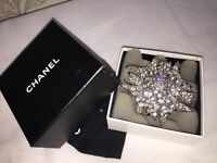 ****CHANEL *****LARGE SPARKLING VINTAGE CHANEL 05V CRYSTAL DIAMANTE STAR PIN/BROOCH