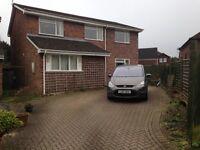 5 bed detached house in quiet cul-de-sac in Saltford near Bath. Large garage, good garden, parking.