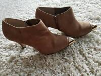 Beautiful ankle boots beige size 5