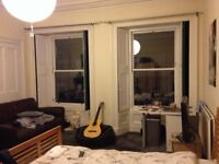 Bedroom for renting in a 4 bedroom flat - Newington Area