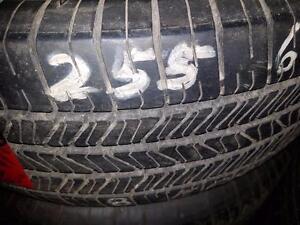 4 pneus d'été 255/65/16 Goodyear Eagle LS, 2 à 10% et 2 à 50% d'usure, 6-7-11-11/32 de mesure.