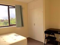 NO FEES! Large double room available in Greenwich area, 5mins to Blackwall Tunnel