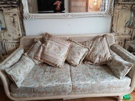 Stunning Harrods Sofa classed as daybed cost £5000 new