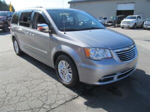 2014 Chrysler Town & Country Limited - Ex. Condition/One owner/N