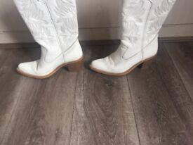 Cowboy boots white