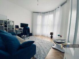 1 bedroom flat in Vanbrugh Park, London, SE3 (1 bed) (#1113698)