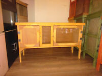 brand new 4ft rabbit/guinea pig hutch in harvest gold