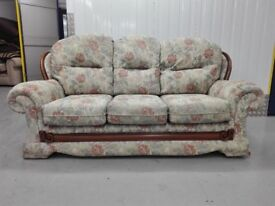 CLEARANCE Mint condition floral 3 seater settee part of a suit / free delivery