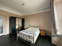 2 bedroom flat in Crighton Place, Edinburgh, EH7 (2 bed) (#1233587)