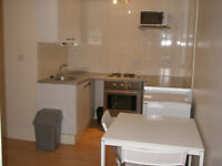 063T-WEST KENSINGTON- MODERN ONE BEDROOM FLAT, FULLY FURNISHED, BILLS INCLUDED - £275 WEEK