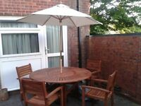 GREAT DEAL! Chatsworth Garden Set, Table/ 4 ChaIrs,Tilting Parasol, with swivel centre table top.