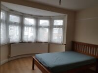 Ensuite studio room to let close to park and willesden green zone 2 & 30 minutes to central London