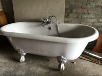 Roll top bath with taps