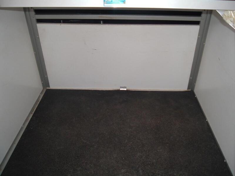 gut erhaltene wt metall autohundebox in baden w rttemberg. Black Bedroom Furniture Sets. Home Design Ideas