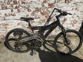 "Bike for spares! SRAM/Shimano gears, Avid Juicy Hydraulic Brakes 26"" Wheels"