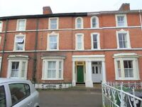 * Well Presented Furnished 1 Bedroom First Floor Flat *Modern Furnishings And Fittings Throughou