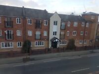 3 Beroom Flat with secure parking close to city centre & hospitals