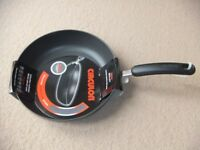 ( New ) Circulon 28 cm Frypan Skillet - black £25