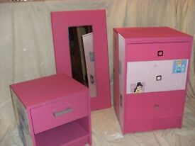 Suitable for young girl, (Drawers, bedside cabinet and mirror)
