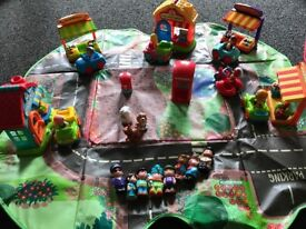Happyland street, shops, figures, cars with storage box/ playmat
