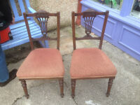 Very Nice Pair of Antique Victorian Ornately Carved Mahogany Splat Back Occasional Side Chairs