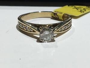 #155 14K YELLOW GOLD ENGAGEMENT RING CENTRE DIAMOND .40CT! *SIZE 6* APPRAISED FOR $2650.00 SELLING FOR $895.00!