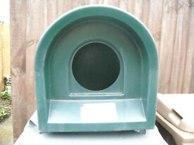 Cat kennel - outdoor or indoor - SNUGS brand, excellent quality