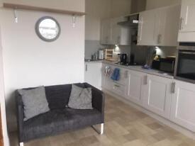 Room to rent, Rosemount area, in recently refurbished beautiful 3 bedroom flat