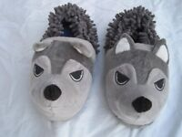 "Marks & Spencer Brand New Mens/Boys Novelty ""Wolf"" Slippers, adult size 7"