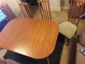 Dinning room extendable table and chairs