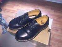 DR Martens mens Size UK 7 / 41 EUR . BLACK DOC MARTENS 7