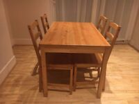 DINING SET. TABLE AND 4 CHAIRS.