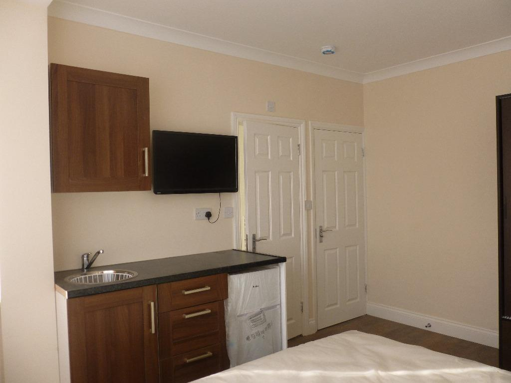 BEDSIT TO RENT IN BARKING FOR £750 WITH ALL BILLS INCLUDED! SKY AND WIFI COMES FREE!