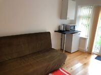 Studio available to let in Bracken drive, Chigwell, IG7 5RG