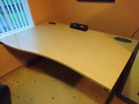 Wave office workdesk with cantilever legs 1600mm with 3 plug desk top power socket.