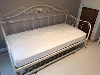 Laura Ashley 'Alice' Daybed & Trundle