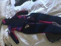 Ladies , Mares wetsuit. Size 3 (medium) 2 piece 7mm , semi dry