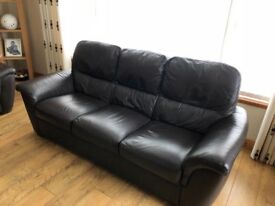 Dark brown leather 3 seater & 2 seater sofas. Very good condition.