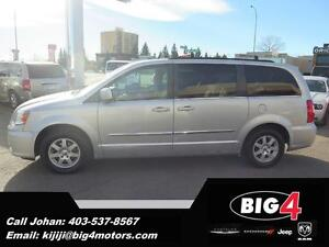 2011 Chrysler Town & Country Touring,BU Cam, Remote Start, BT