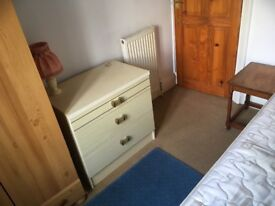 Single room in furnished shared house