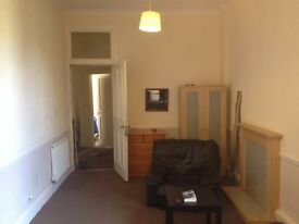 Large room in gorgie flat, may suit student