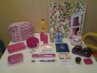 TOILET BAG, ACCESSORIES & TOILETRIES ... 28 NEW+UNUSED HOLIDAY/TRAVEL ITEMS