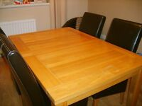 OAK DINING ROOM TABLE AND 4 LEATHER CHAIRS