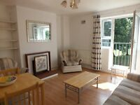 Spacious 2 double bedroom flat to rent in N5. Equal sized rooms, great location and no agency fees!