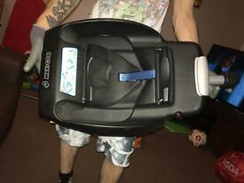 Isofix bass and cabrio car seat