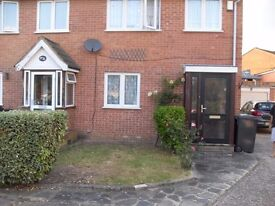 3 bed detached house with side garage £1600
