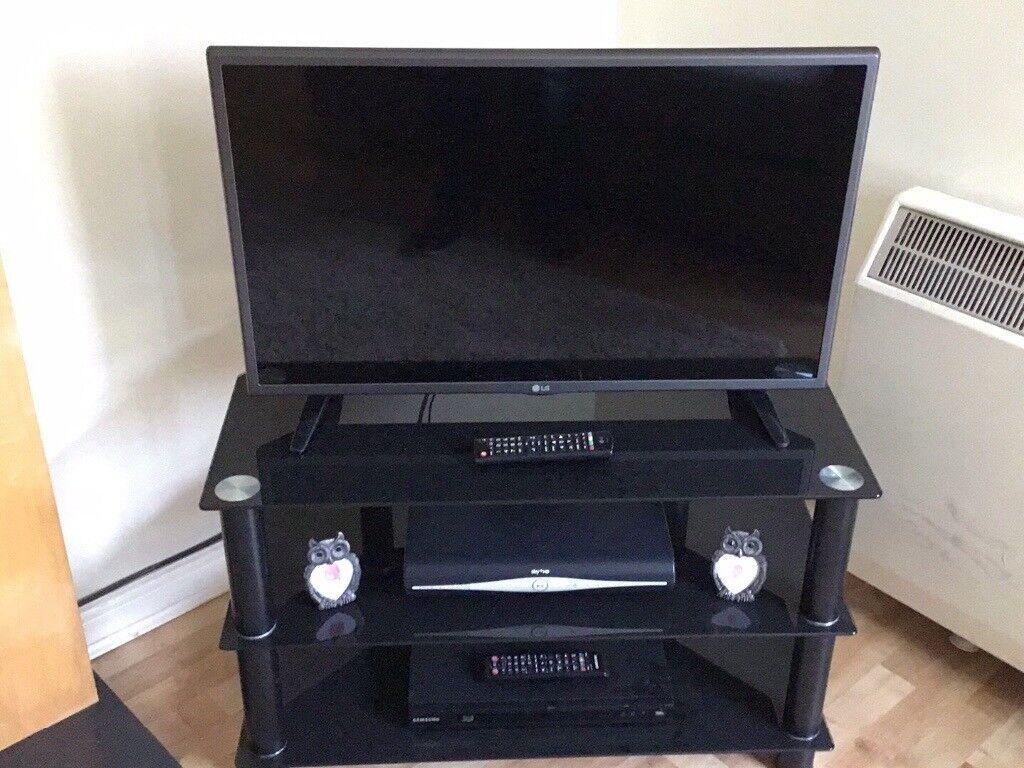 32 LG TV